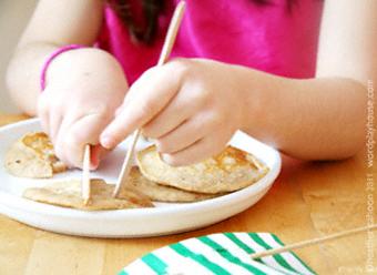 Girl-cutting-pancakes