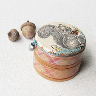 HumbleBea-trinket-box-with-charm