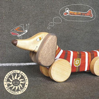 Friendly-toys-eco-friendly-pulling-dog