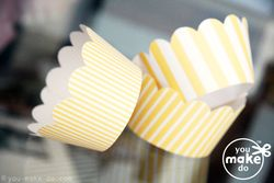Cupcake-wrappers-yellow-striped-scalloped