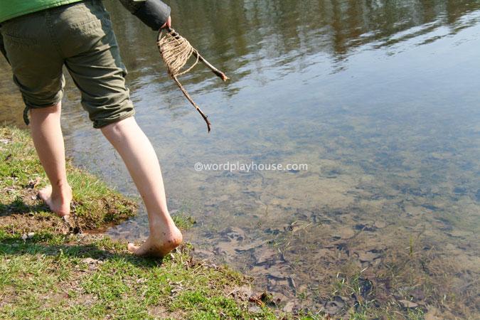 Nature-play-kids-outside-walk