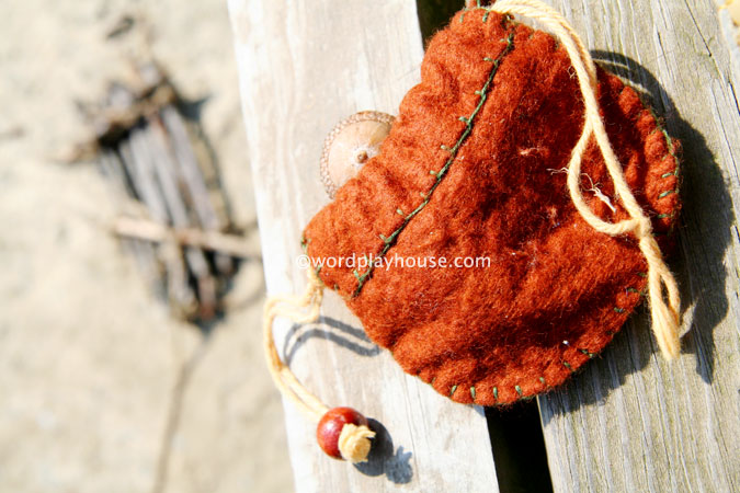 Outside-play-with-kids-nature-pouch