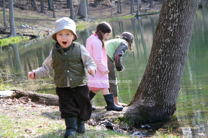 Nature-hike-with-kids-outside